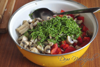 Все ингредиенты в салатнике