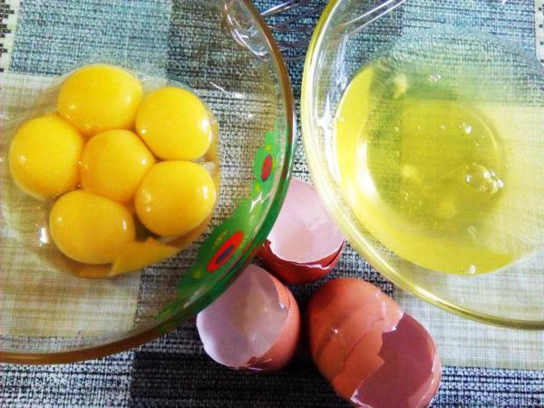 отделить желток от белка