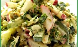 Салат из сыра и редиса