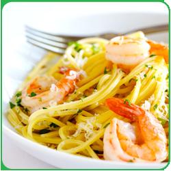 Спагетти с помидорами и креветками