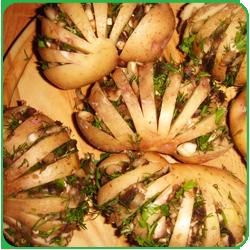 Картошка гармошка с грибами