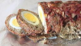 Мясной рулет с яйцом внутри
