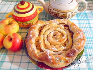 Яблочный слоеный пирог