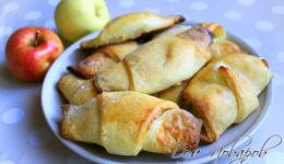 Рогалики из творожного теста с яблоками