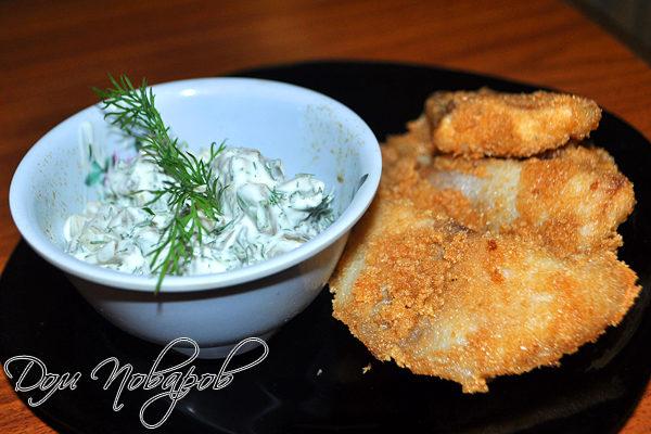 Жареная рыба на сковороде под соусом