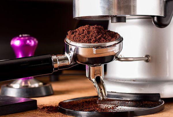 Как варить кофе в кофеварке капельного, капсульного, рожкового и гейзерного типа?