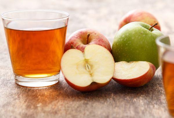 компот и яблоки