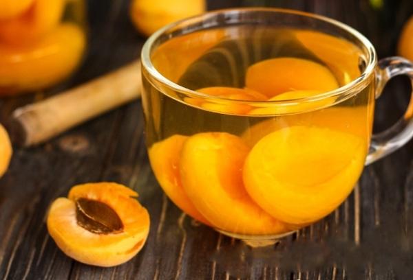 абрикосовый компот с гвоздикой