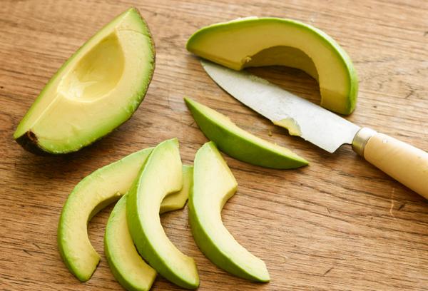Дольки авокадо