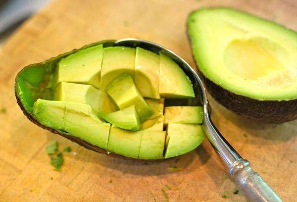 Чистка и нарезка авокадо