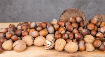 Как чистить фундук и грецкие орехи