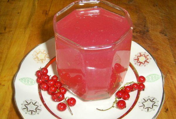 кисель из ягод в стакане