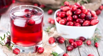 Как варить морс из клюквы или вишни?