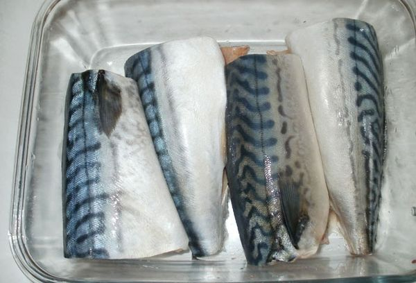 рыба в стеклянной посуде