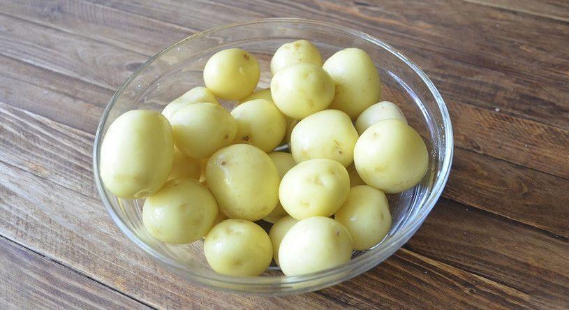 Как быстро почистить картошку