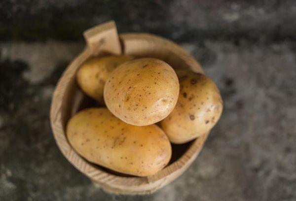 неочищенный картофель