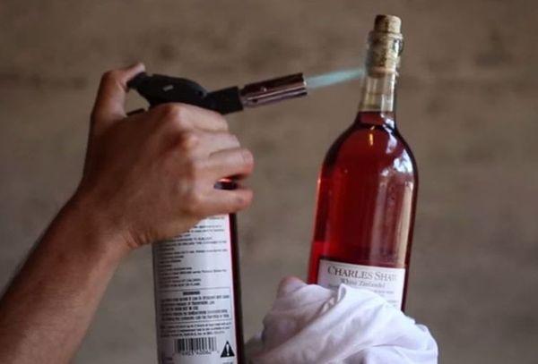 открытие бутылки нагреванием горлышка