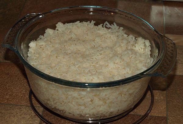 рис в стеклянной посуде