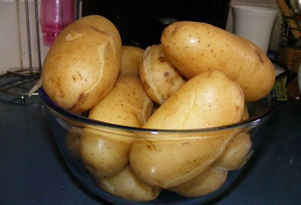 картофель в стеклянной миске
