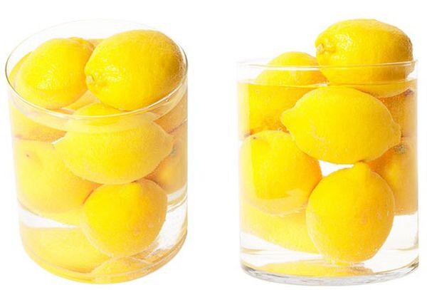 лимоны в банках с водой