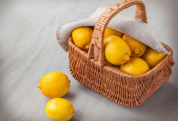 лимоны в корзинке