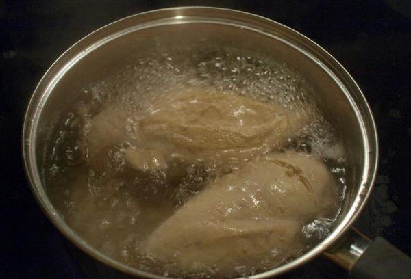 отваривание куриной грудки в кастрюле