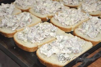 Начинка на ломтиках хлеба