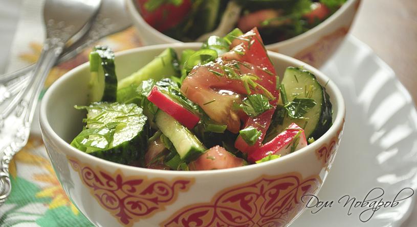 Салат из помидоров, огурцов и крабовых палочек