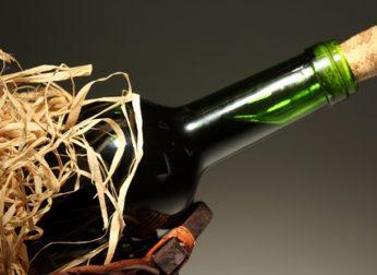 Как открыть вино штопором и без штопора