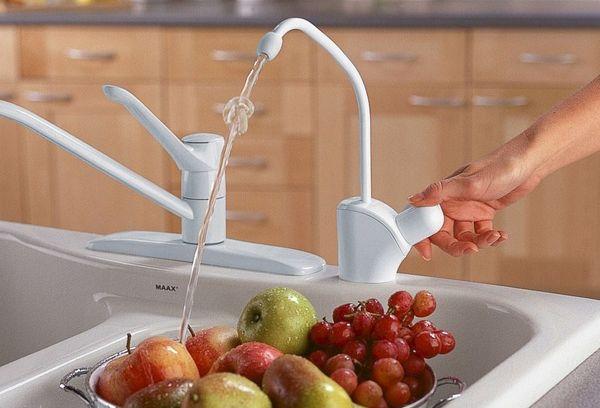 мытье фруктов в отфильтрованной воде