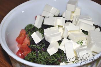 Помидоры, зелень и сыр