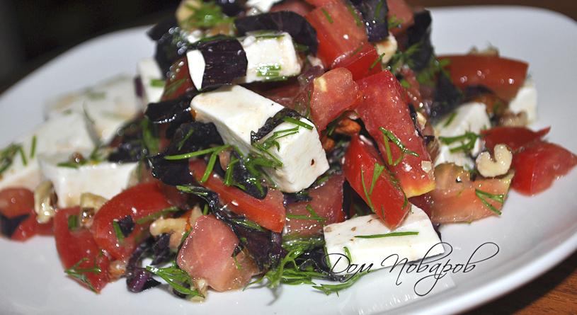 Салат с томатами, базиликом, сыром и орехами