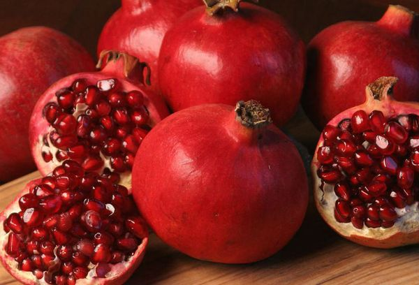 плоды спелого граната