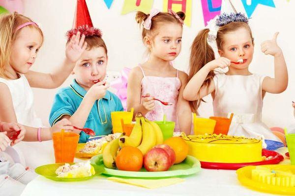 Дети на дне рождения