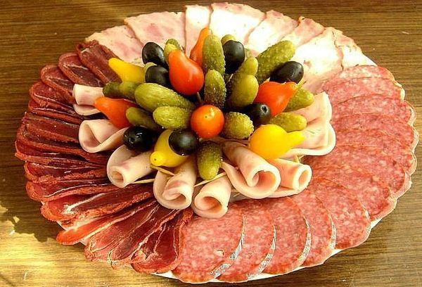 Нарезка из мяса и колбасы