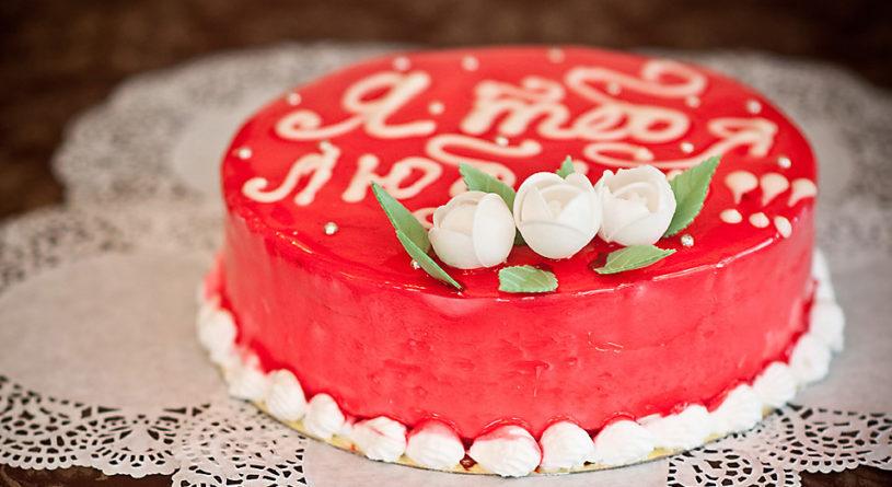 Как оформить торт на День рождения дорогому человеку