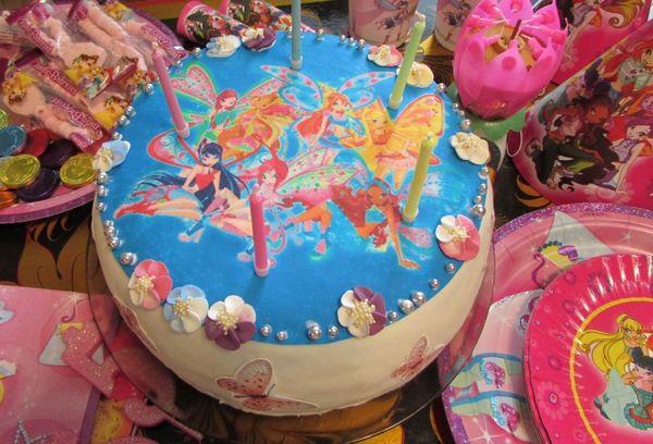 Торт с сахарной картинкой