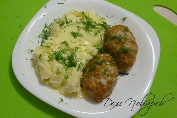 Котлеты с картофельным пюре и зеленью