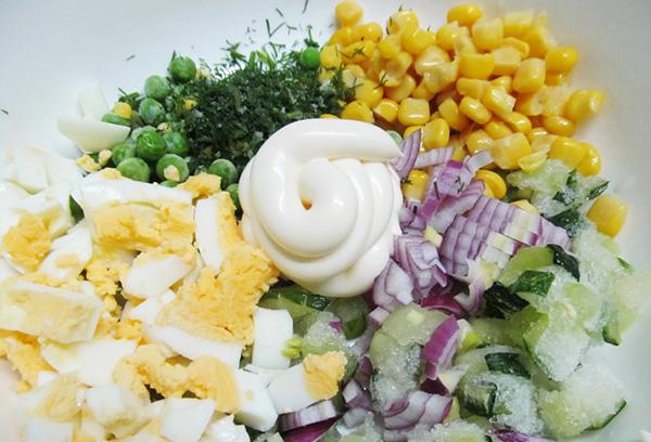 Приготовление салата с замороженными огурцами