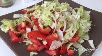 Салат с пекинской капустой и помидорами