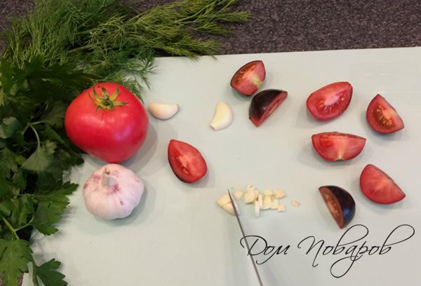 Нарезка томатов и чеснока