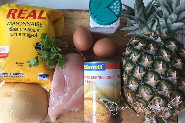 Ингредиенты для салата из курицы, ананасов и сыра