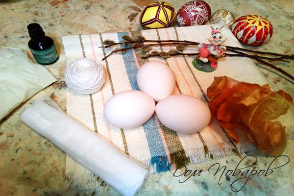 Все необходимое для окрашивания яиц луковой шелухой и зеленкой