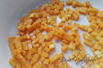 Тыквенные кубики на сковороде