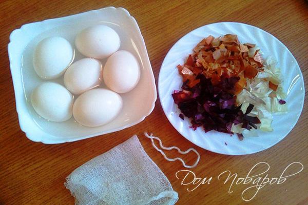 Яйца в миске с водой