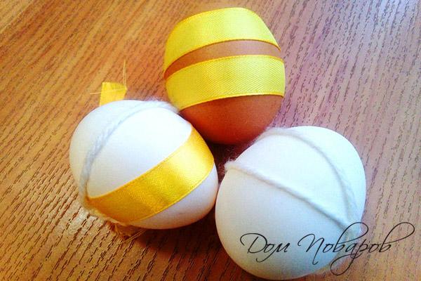 Нити и ленты на куриных яйцах