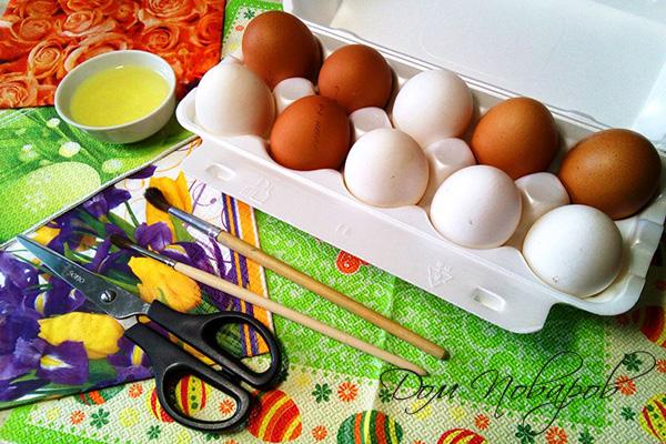 Куриные яйца и салфетки для декупажа