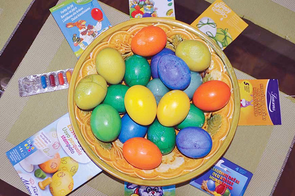 Разные пищевые красители для яиц
