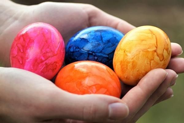 Мраморный эффект на пасхальных яйцах