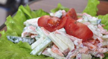 Салат из огурцов, моркови и яблока